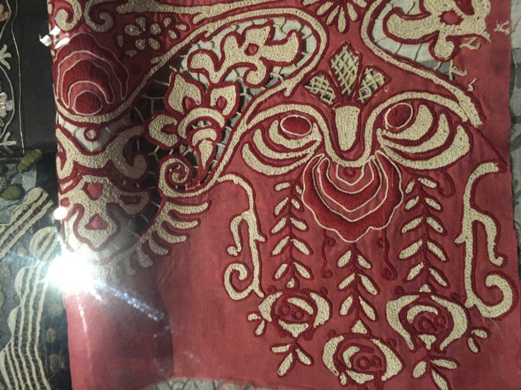 Musée du tissu avec ces broderie renommées souvent élaborées avec du coton d'Egypte